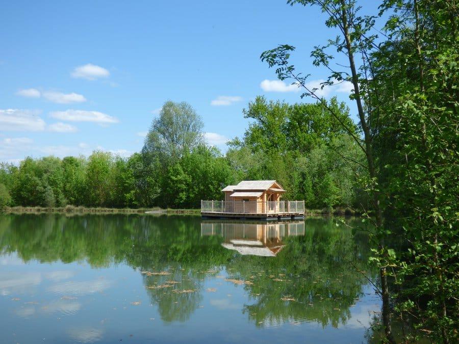 Article hébergement insolite, Guest & Strategy, cabane sur l'eau